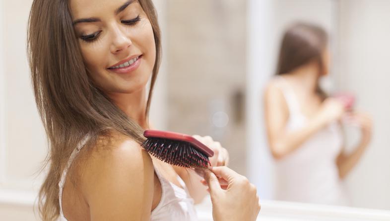 5 pogrešaka koje žene najčešće rade kod češljanja kose