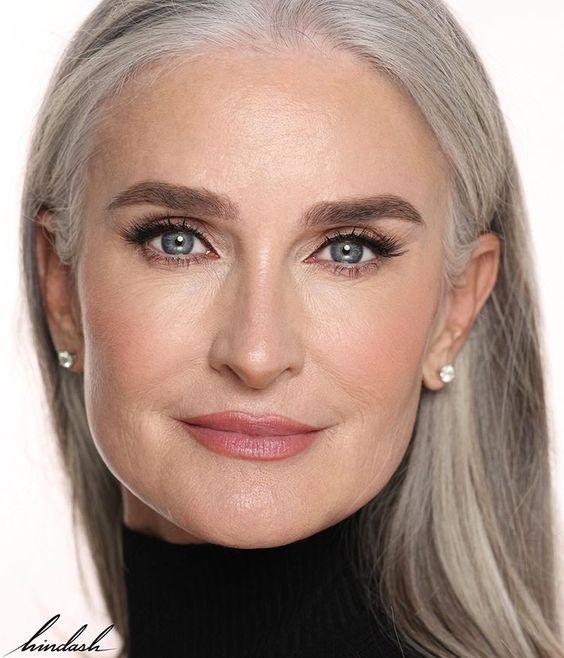 You are currently viewing Predivna u prirodnoj srebrnoj boji kose